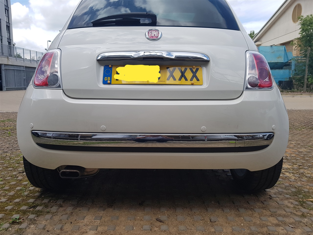 Fiat 500 rear colour coded parking sensors