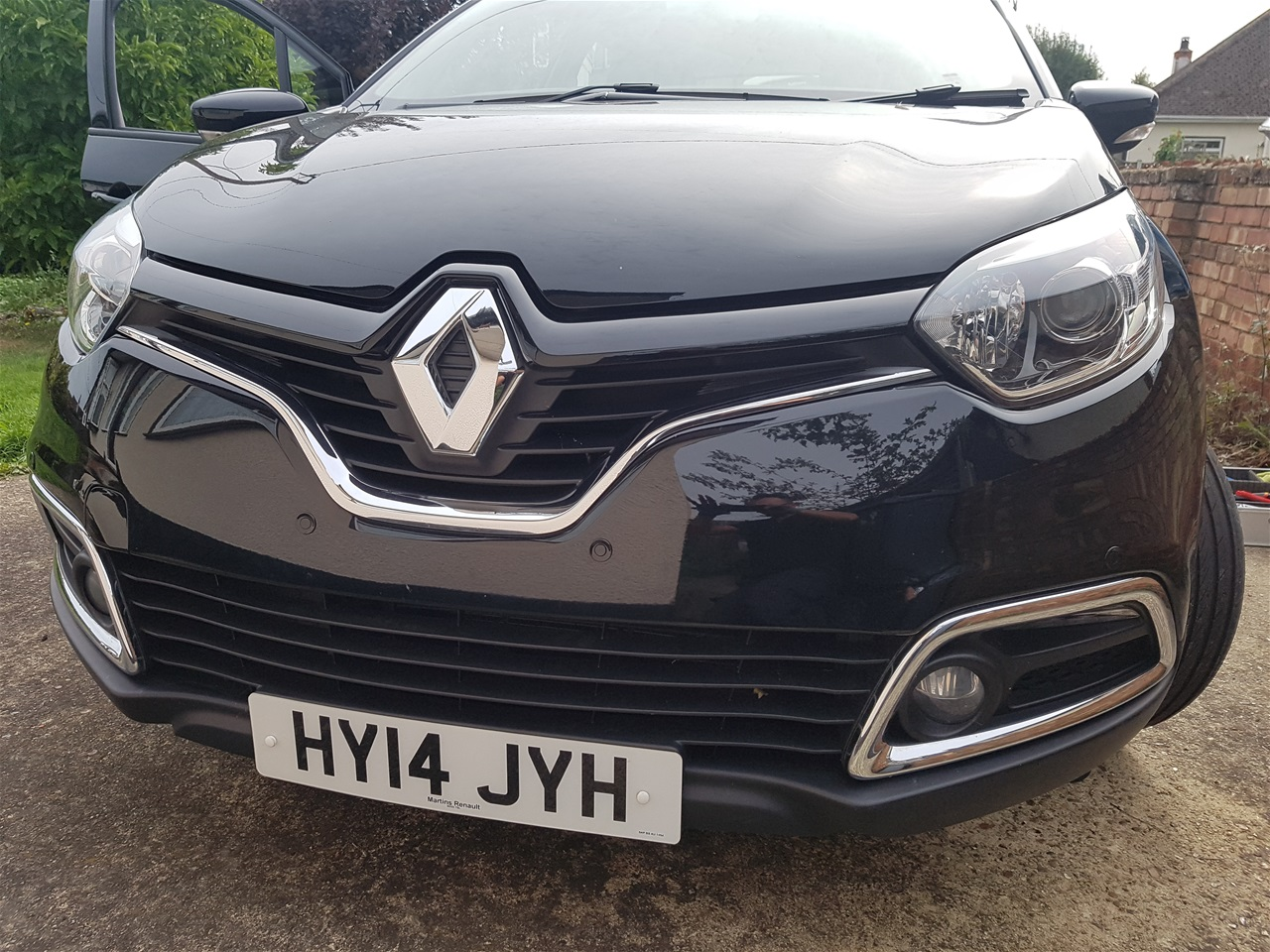 Renault Captur front parking sensors